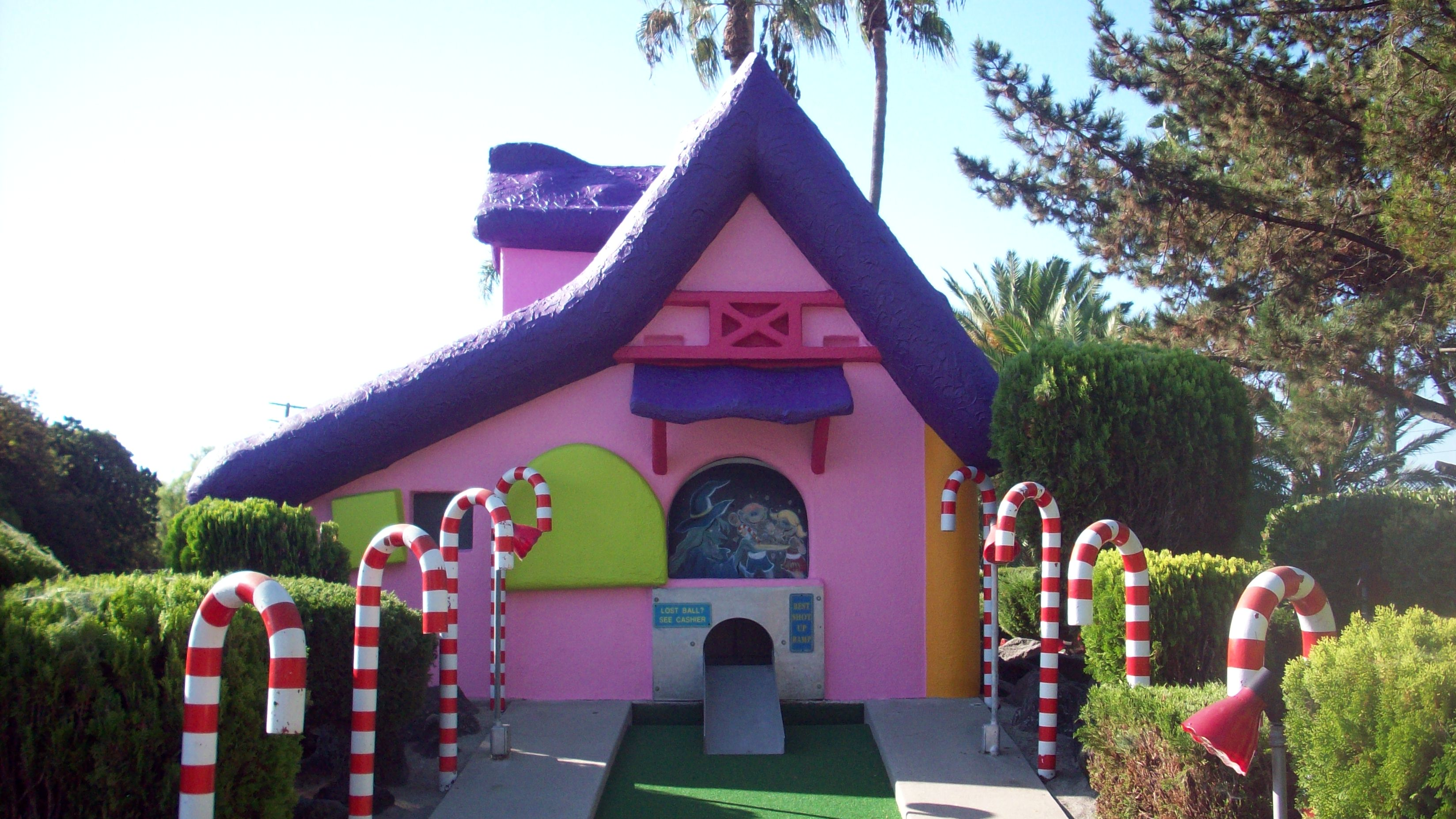 Mini golf house